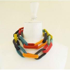 Collier chaîne, anneaux crochetés, gris, turquoise, anis et orange