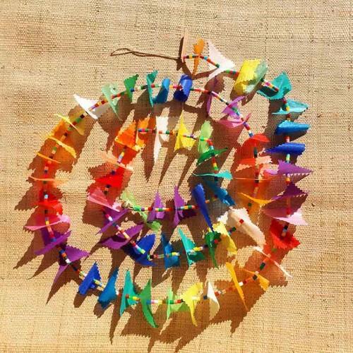 Guirlande tissu de spinnaker et perles multicolores n°1