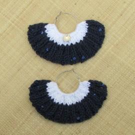 Boucles d'oreilles éventail bleu marine à paillettes et blanc