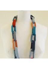 Collier chaîne, anneaux crocheté, bleus et orange