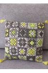 Coussin carré crochet gris et jaunes