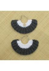 Boucles d'oreilles éventail gris fumée irisé et blanc