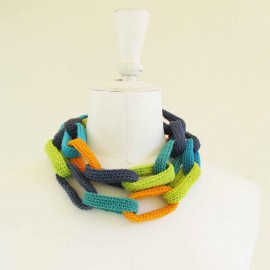 Collier chaîne, anneaux crochetés, bleus, turquoise, anis et orange